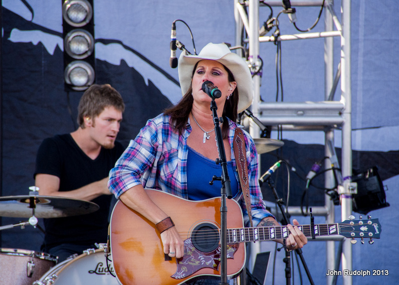 Terri Clark and Drummer (1 of 1)