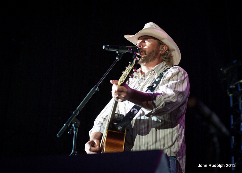 Toby Keith 3 quarter4 (1 of 1)