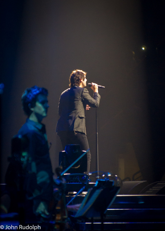 Josh Groban Singing To Crowd (1 of 1)