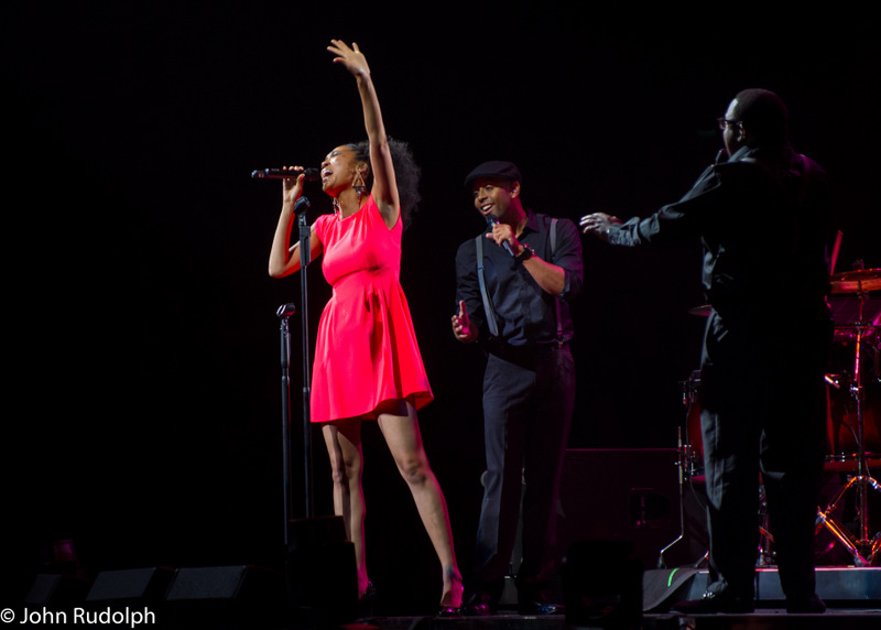 Judith Hill and 2 backup dancers (1 of 1)