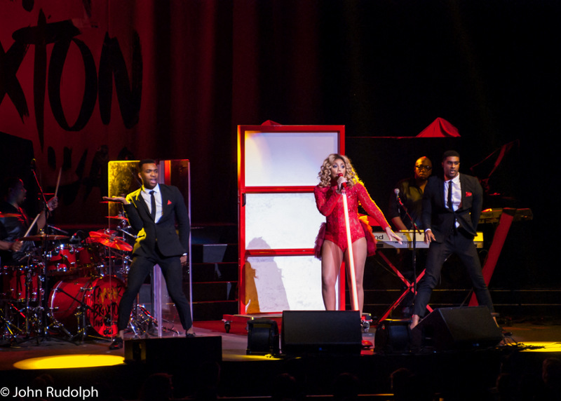 Tamar Braxton and Dancers2 (1 of 1)
