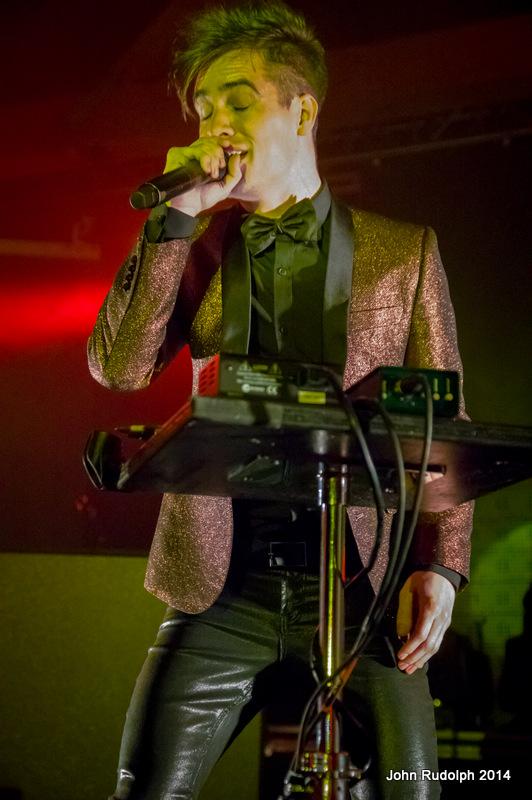 Singer (1 of 1)-13
