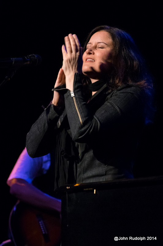 Paula Cole Clapping (1 of 1)