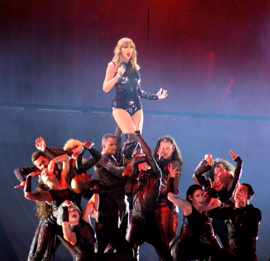 Back Beat Seattle Show Review Photos Taylor Swift Centurylink Field